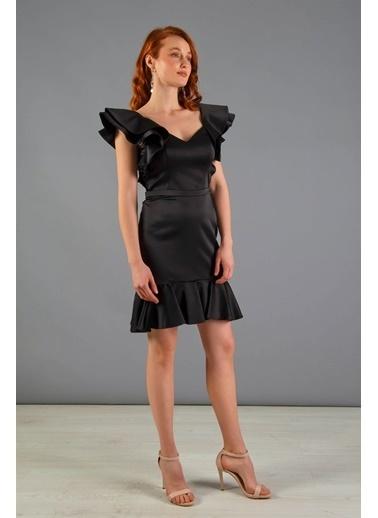 Carmen Omuzu Volanlı Eteği Büzgülü Kısa Abiye Elbise Siyah